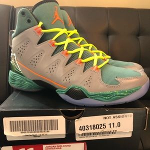 57661155cded38 Other - Men s Jordan melo m10 Christmas size 11